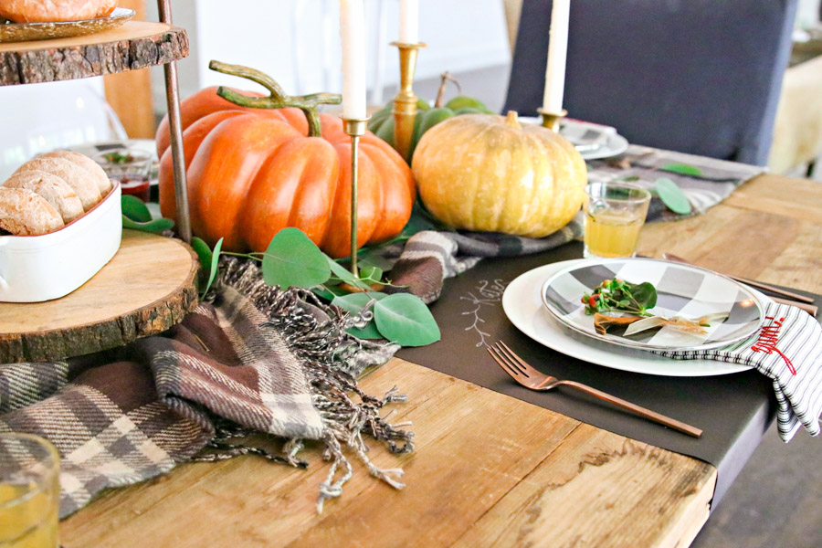 fall centerpiece ideas with pumpkins