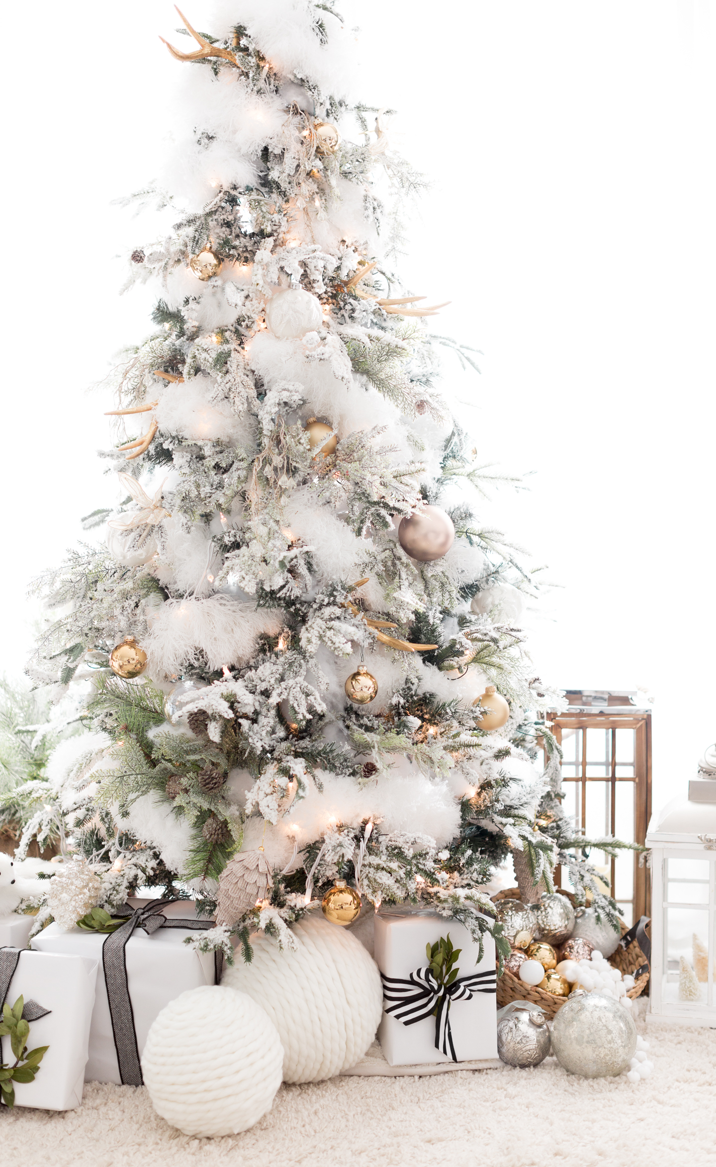 White Christmas Tree: 10 Inspiring Ideas how to decorate your tree for Christmas