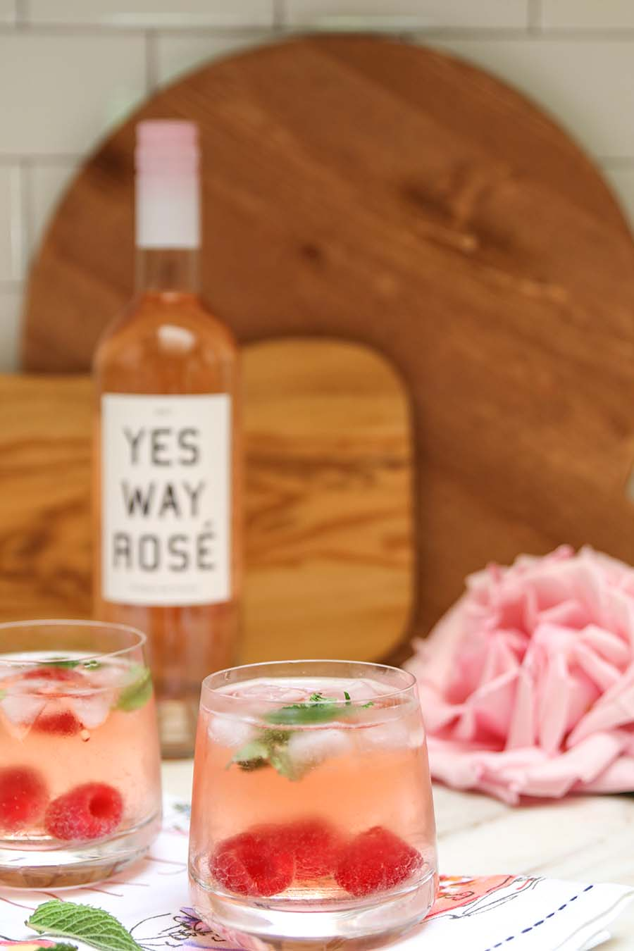 Rosé Sangria. An easy rose cocktail recipe with only 3 ingredients! Perfect for entertaining. Rosé Punch.