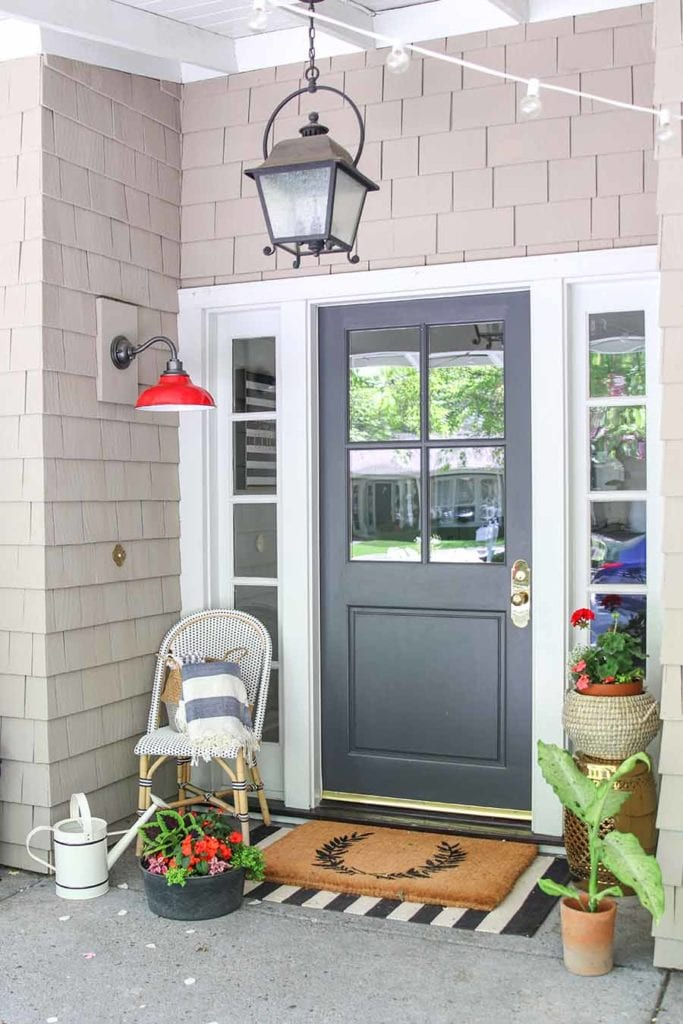 how to paint your front door. An easy step by step guide to paint a front door in an afternoon!