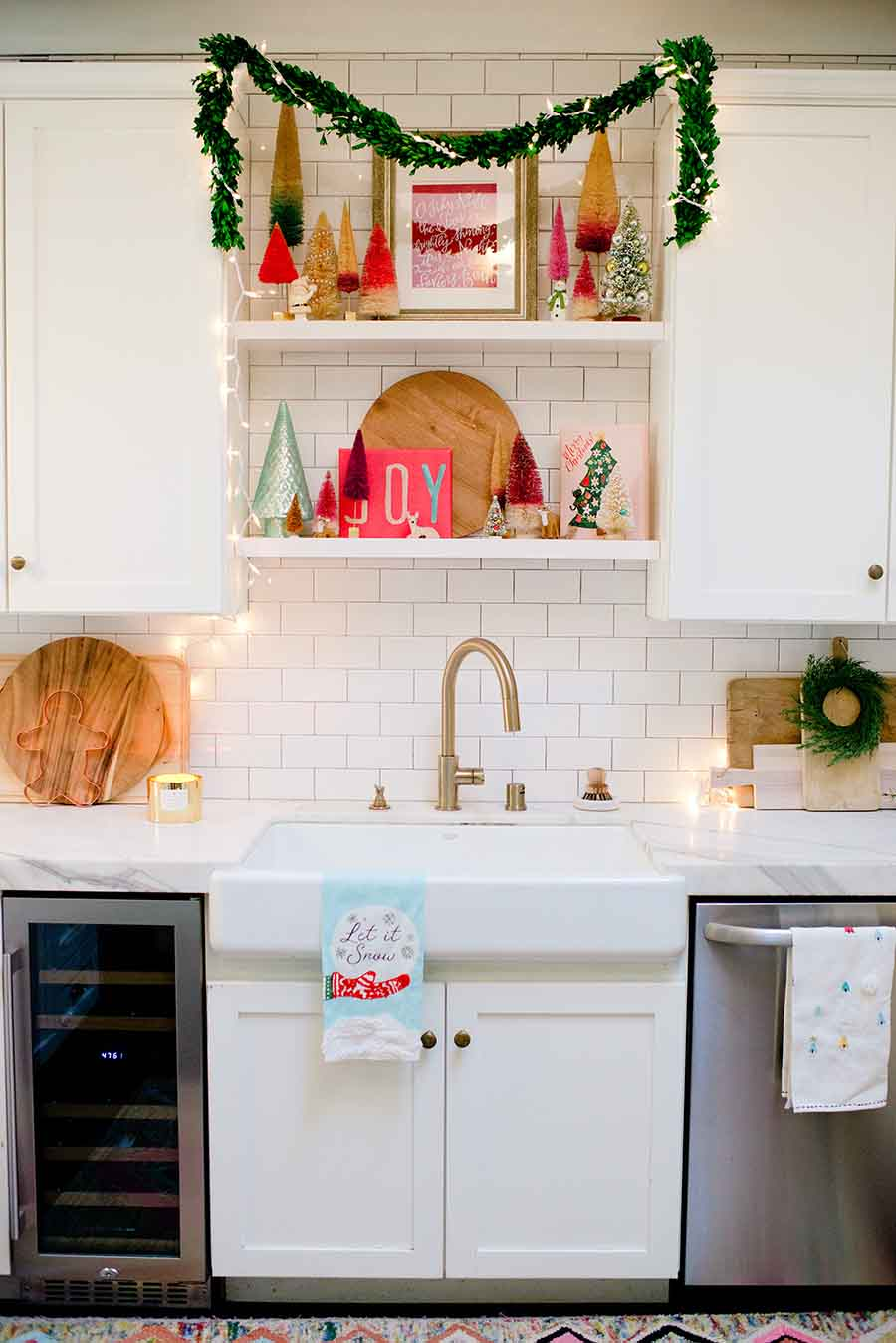 modern farmhouse christmas kitchen