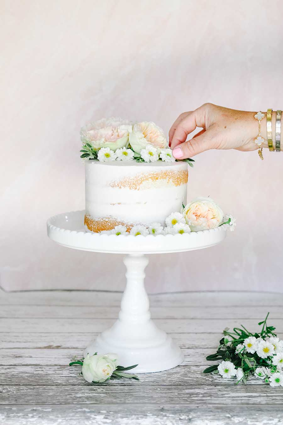 how to decorate a naked cake with fresh flowers