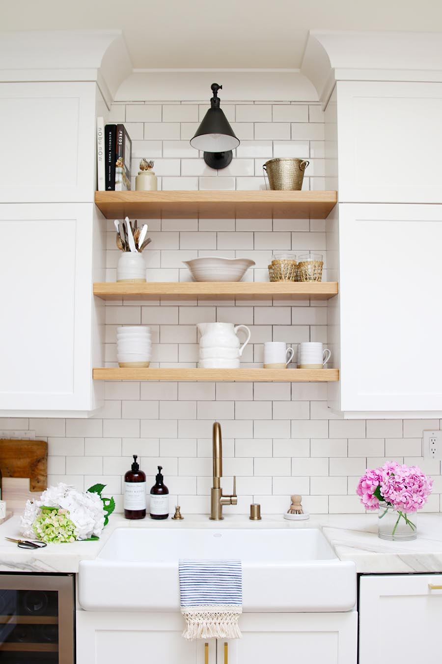 modern farmhouse kitchen sink