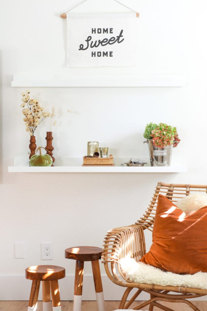 modern farmhouse shelf styling