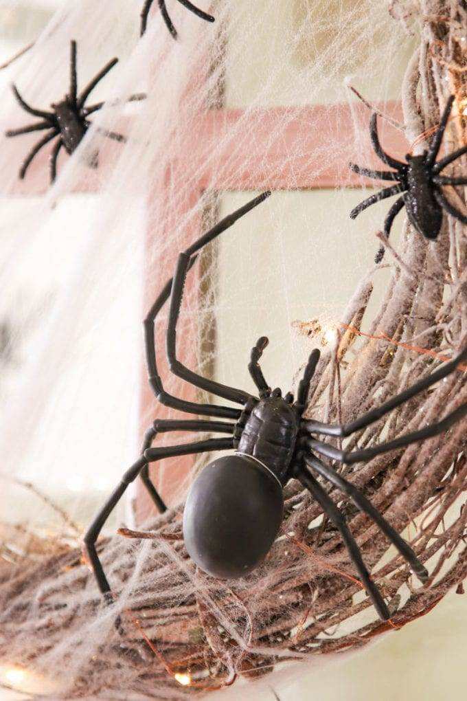 easy diy halloween wreath with spiders