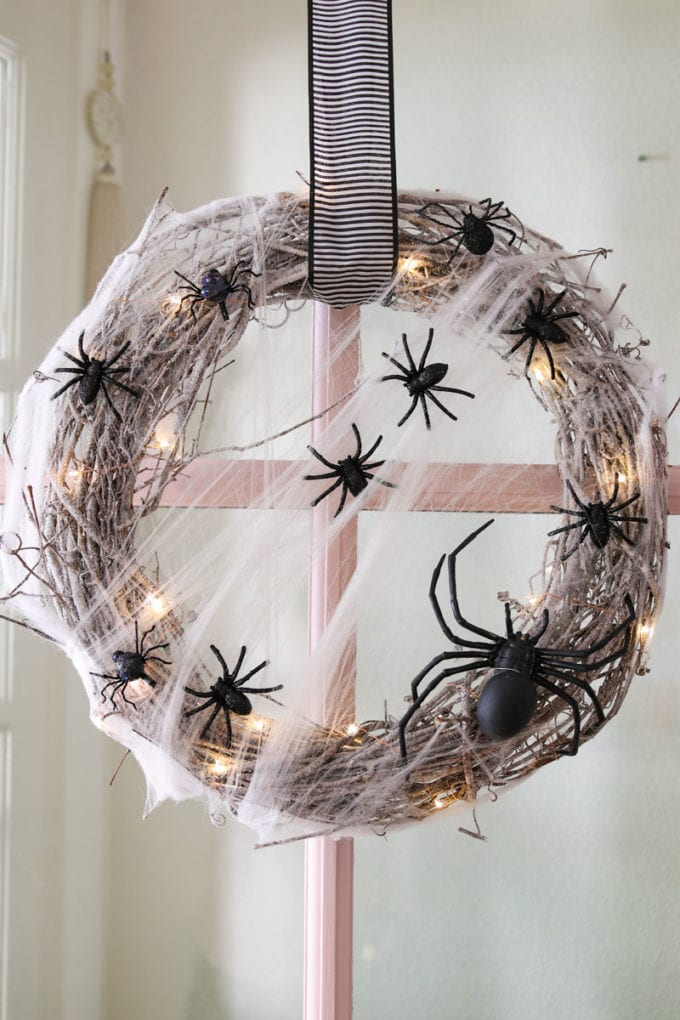 DIY Halloween wreath with spiders