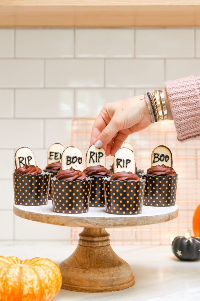 kid friendly halloween cupcakes