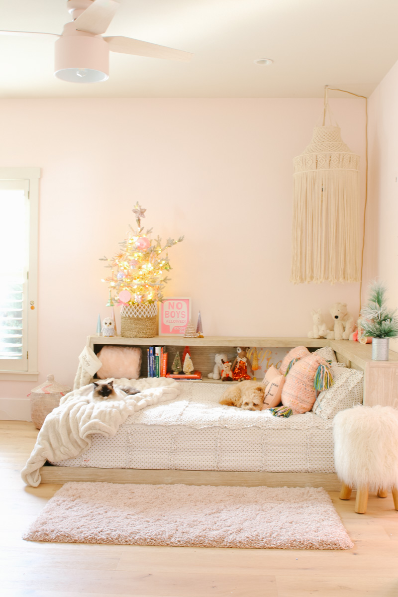 pink bedroom for christmas