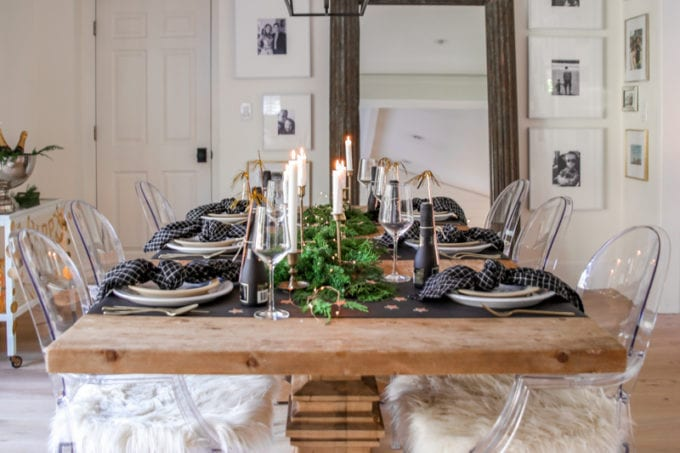 black and gold NYE table