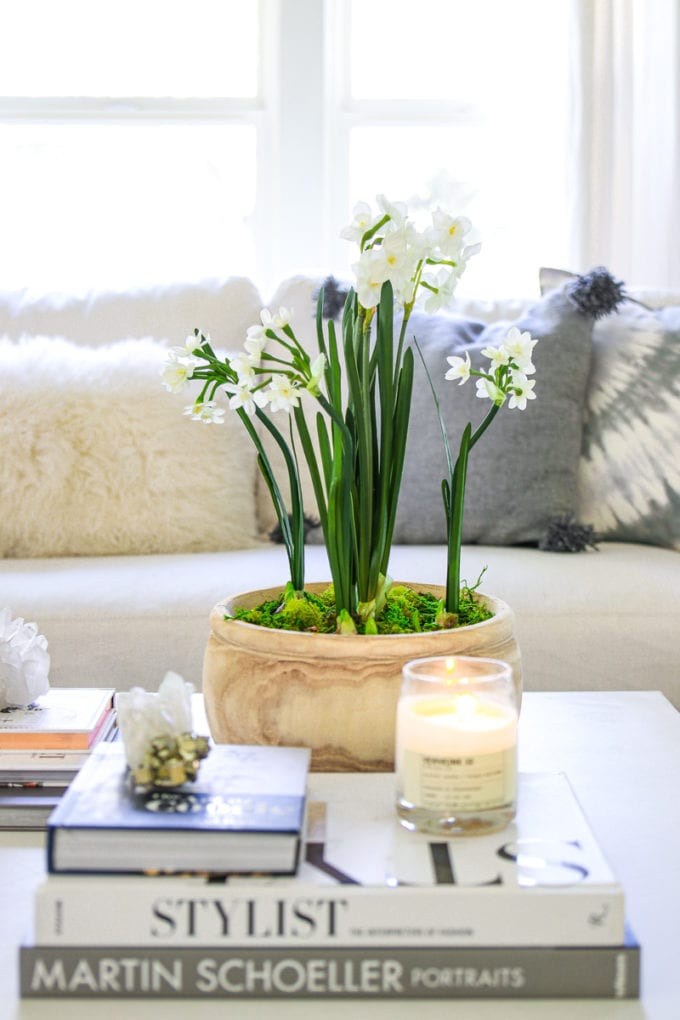minimalist spring decor
