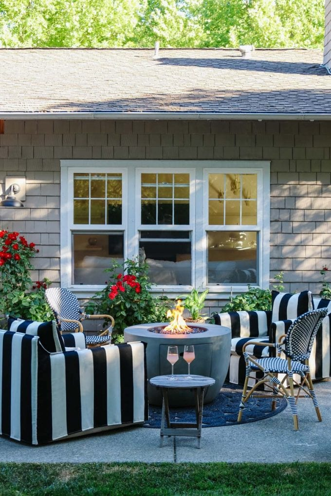 how to create an outdoor living room