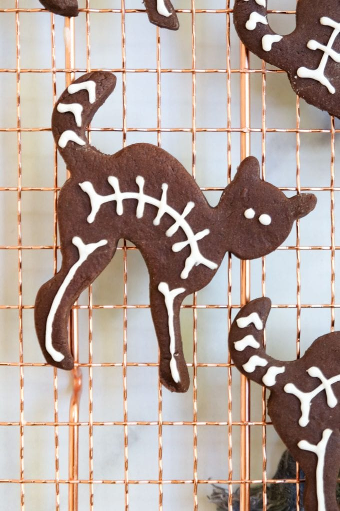 black cat skeleton cookies