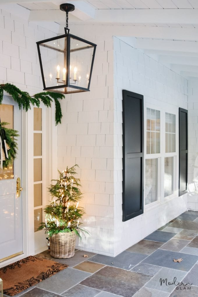 minimalist christmas porch