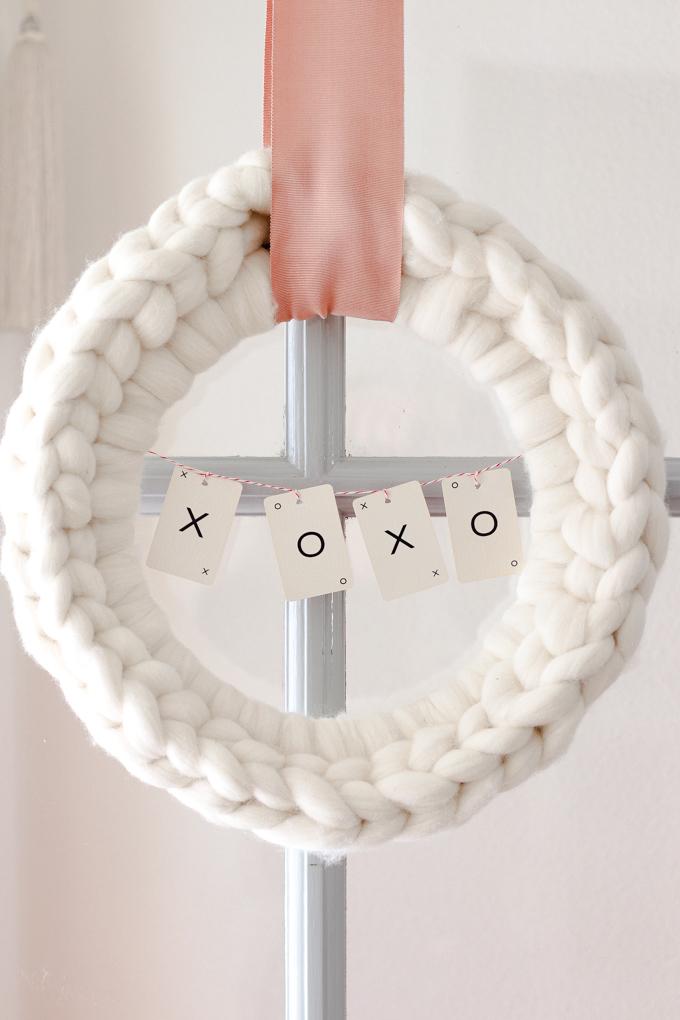 chunky knit heart wreath