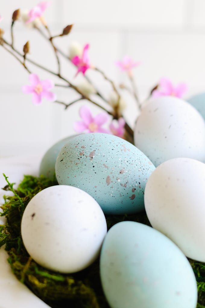 how to paint eggs to look like robins eggs