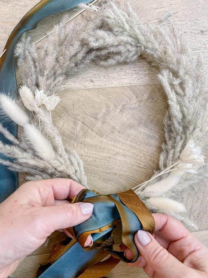 how to tie a bow on a wreath